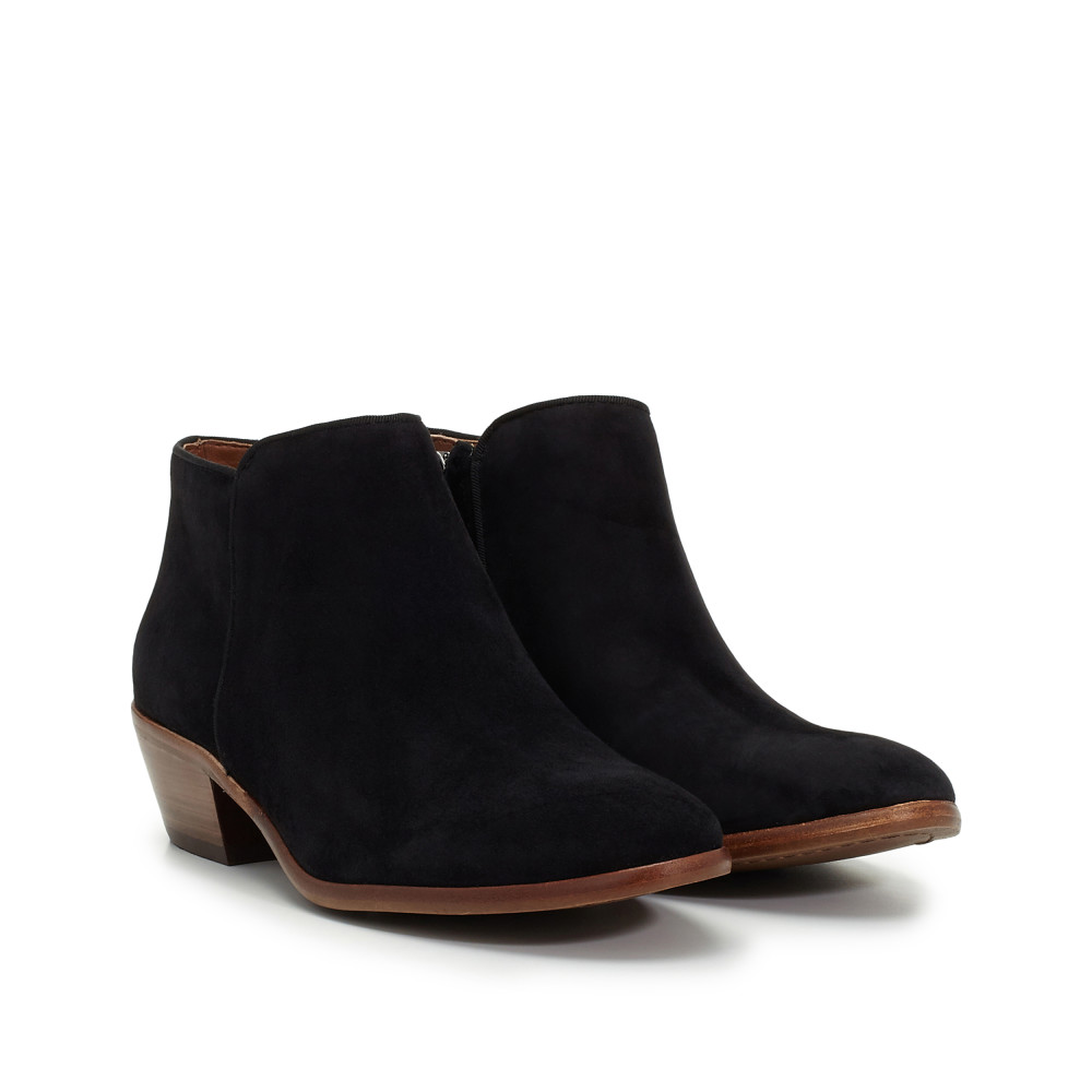 Boots - Boots 17